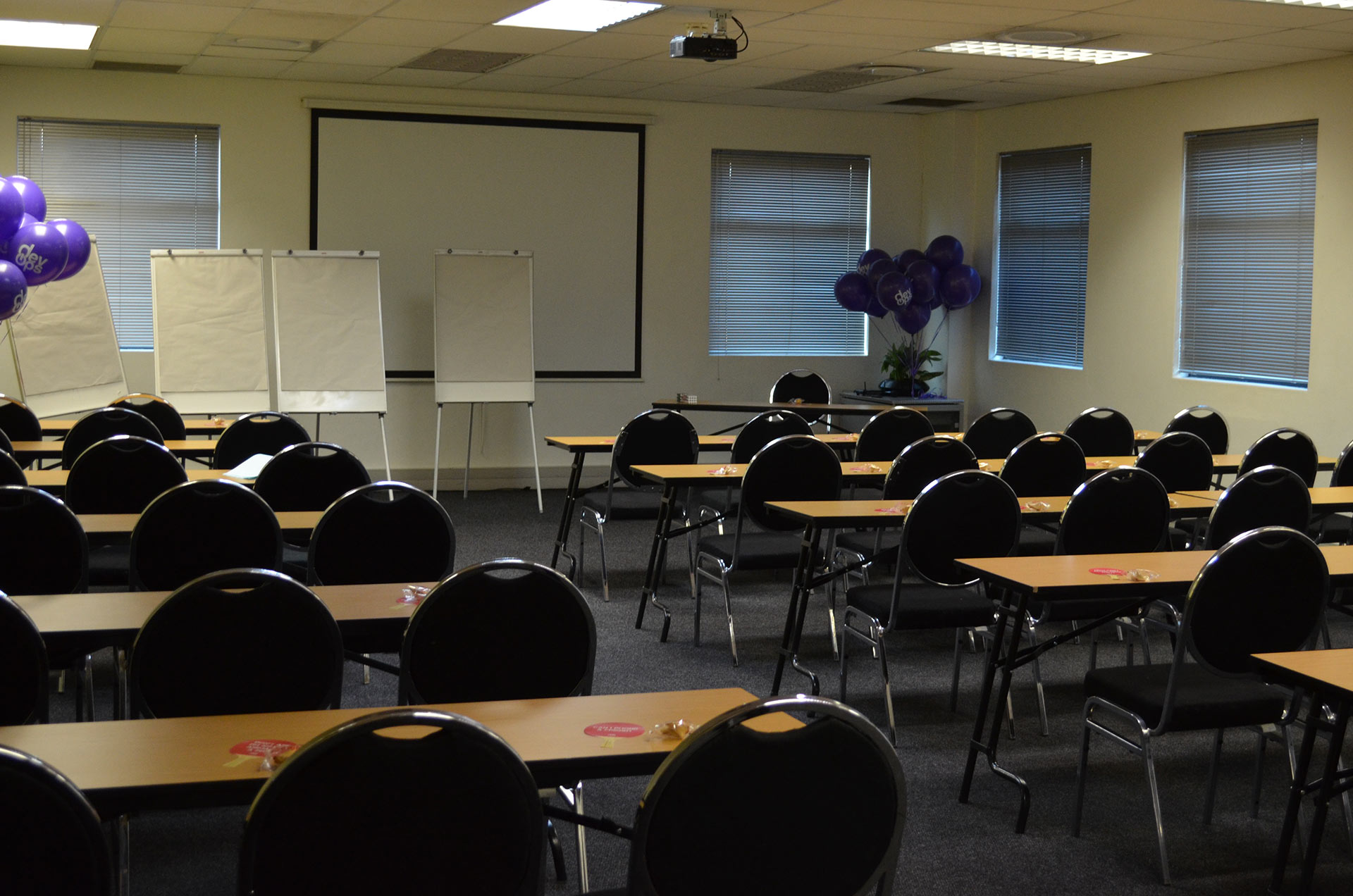 Venus - Presentation Room With Boards   Focus Rooms